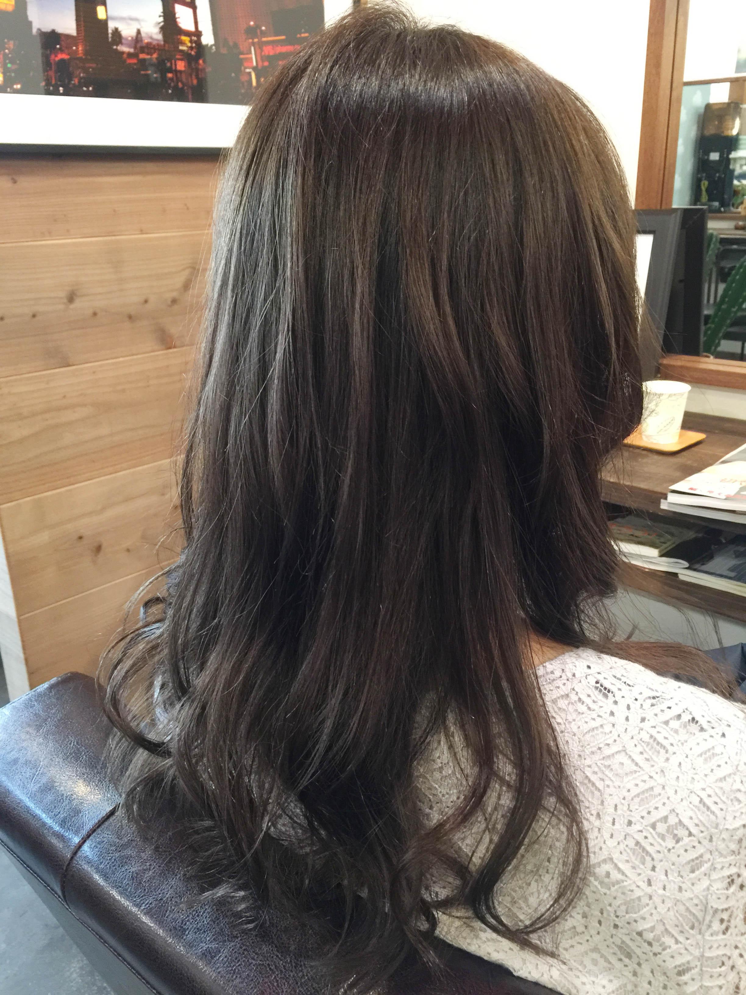 キレイなアッシュの髪色