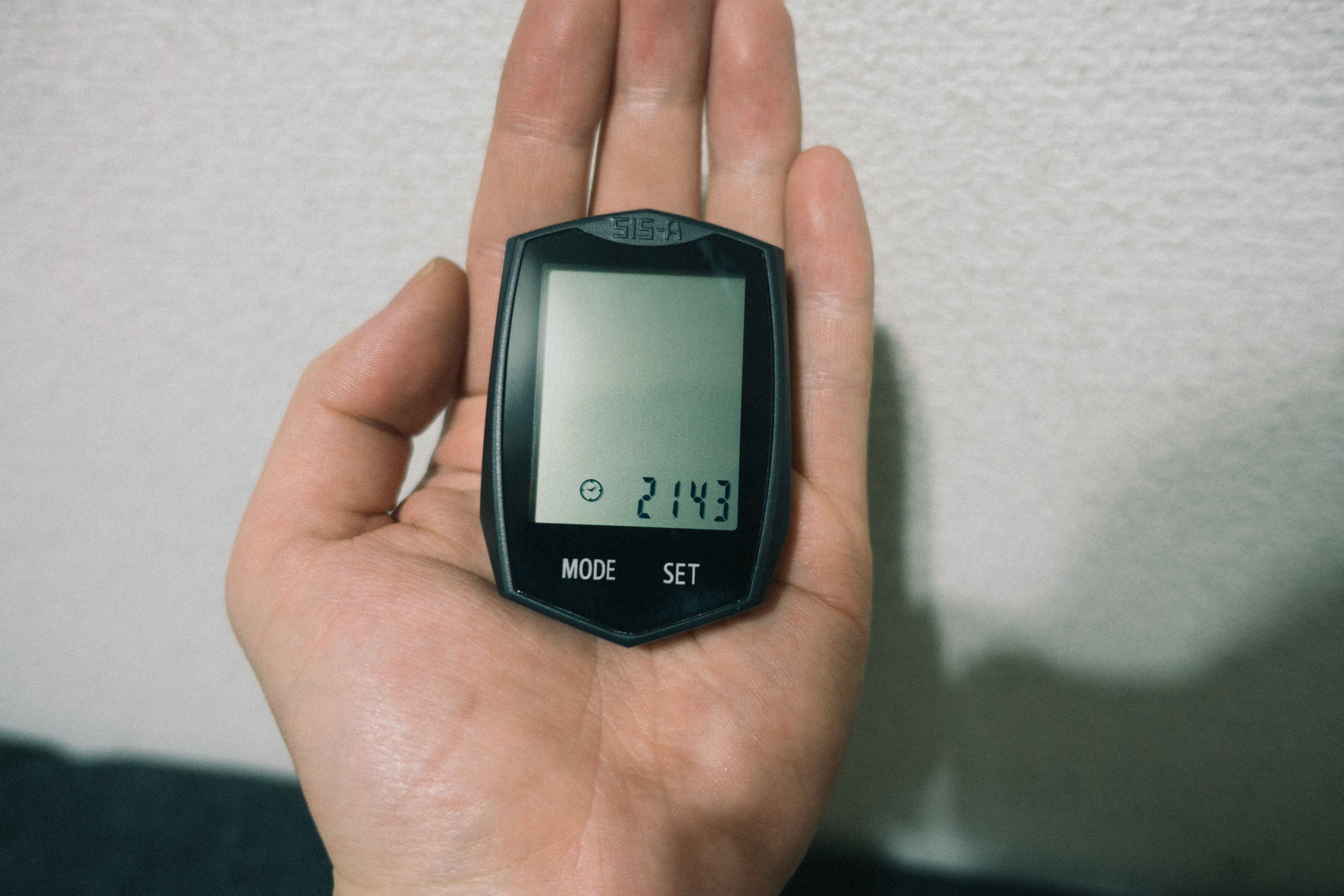BIGOのサイコンと手の比較