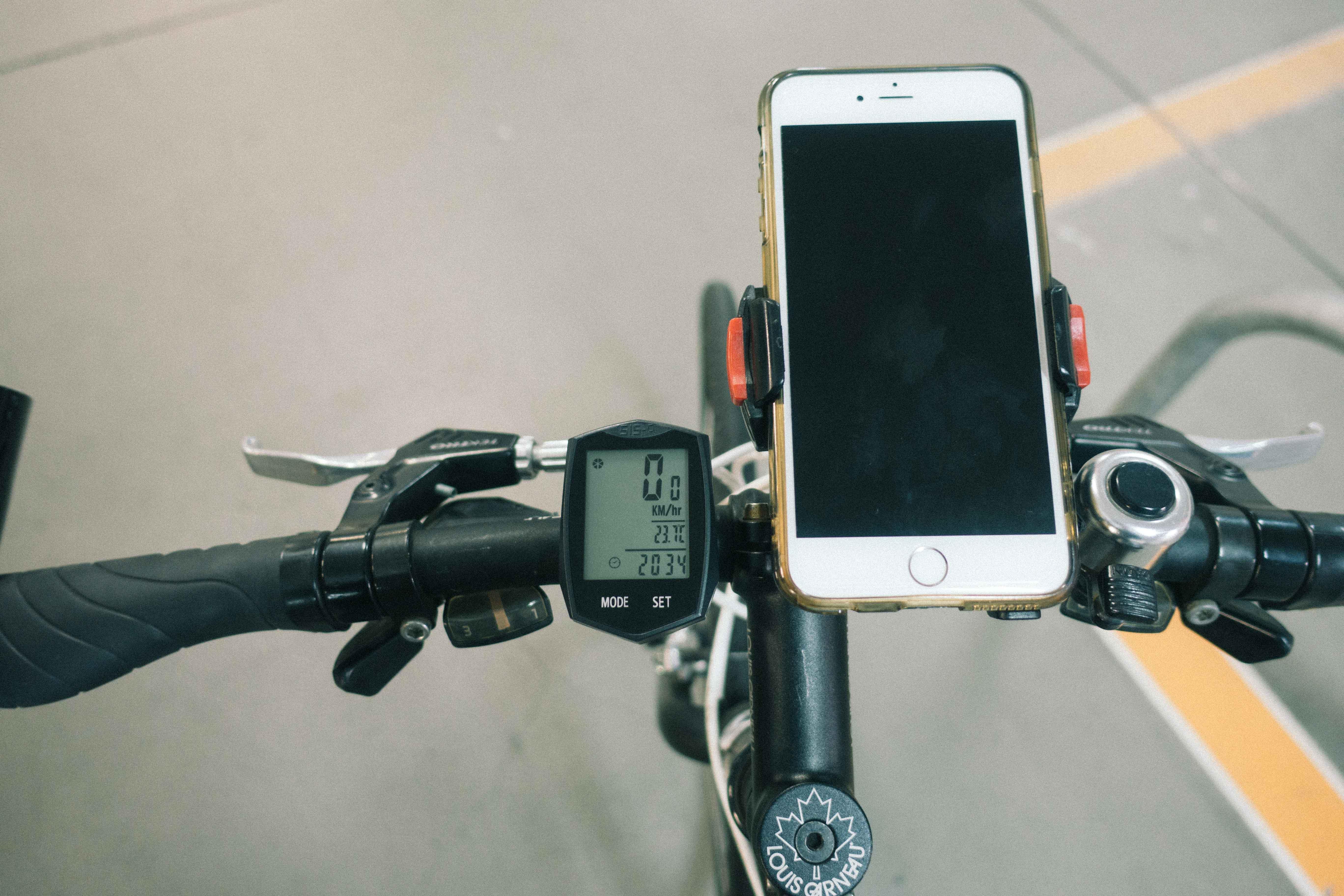 クロスバイクのハンドルにサイコンをつけた