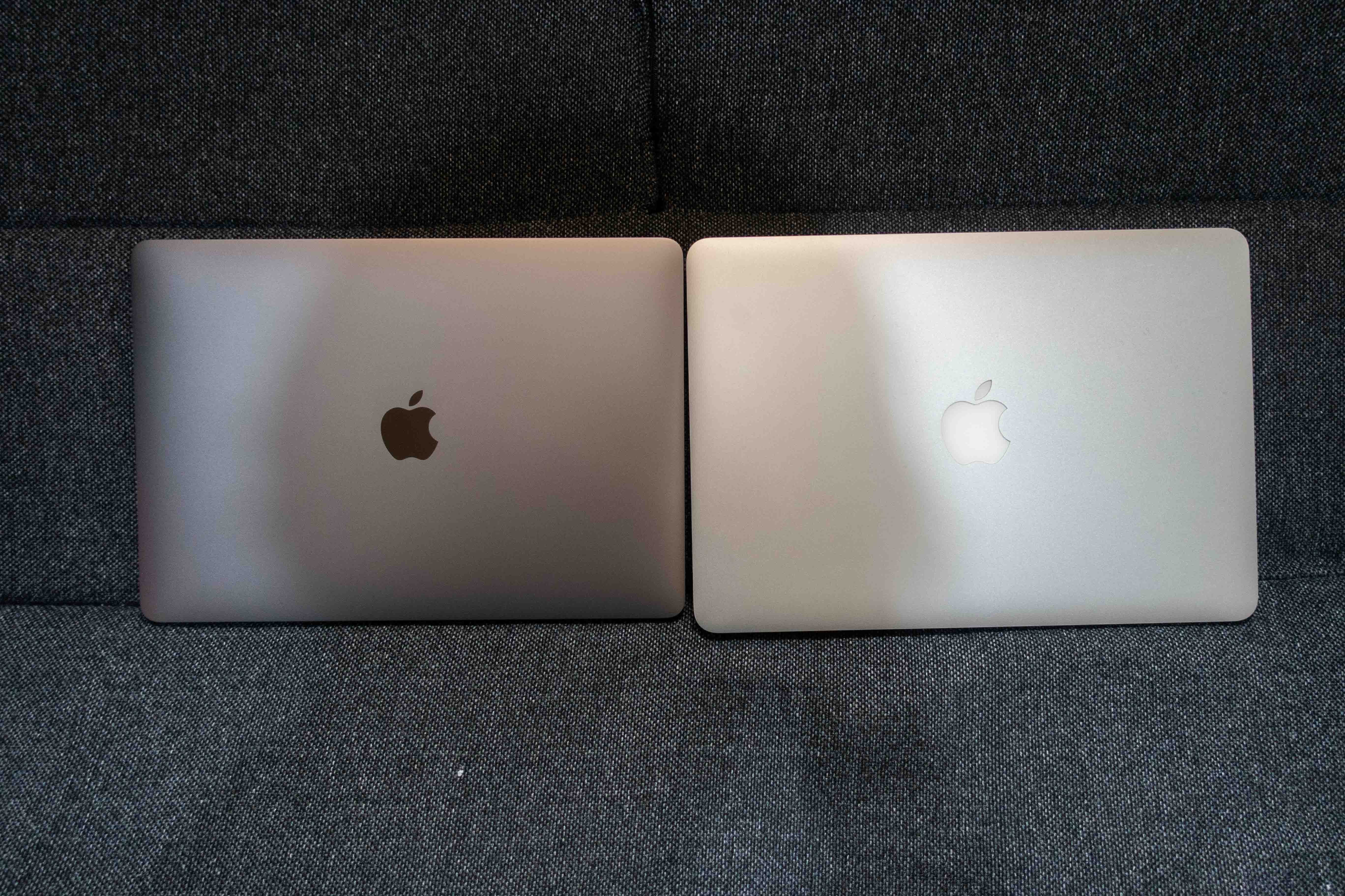 MacBook AirとMacBook Proの上