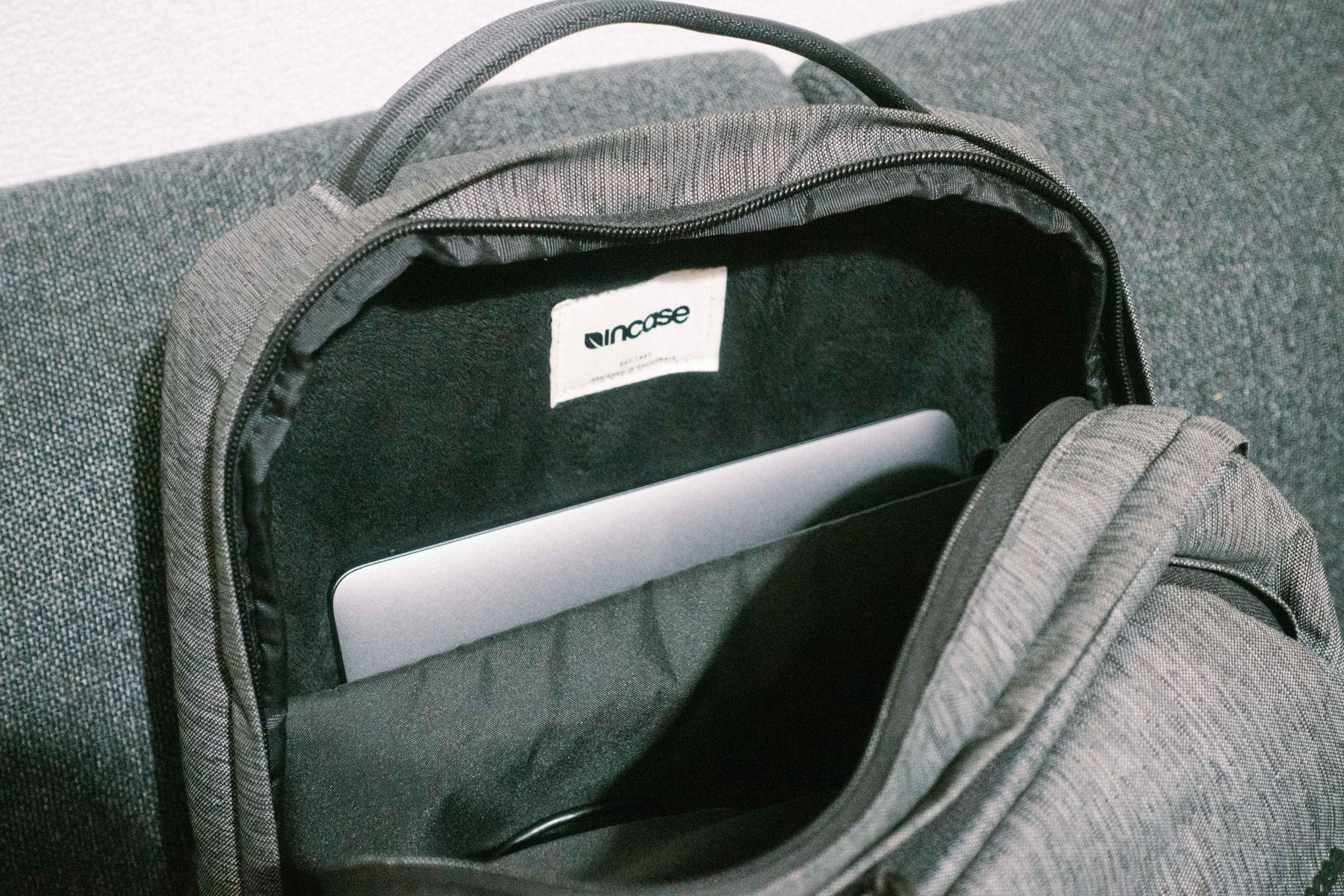 インケースCity Collection Backpackのメイン収納