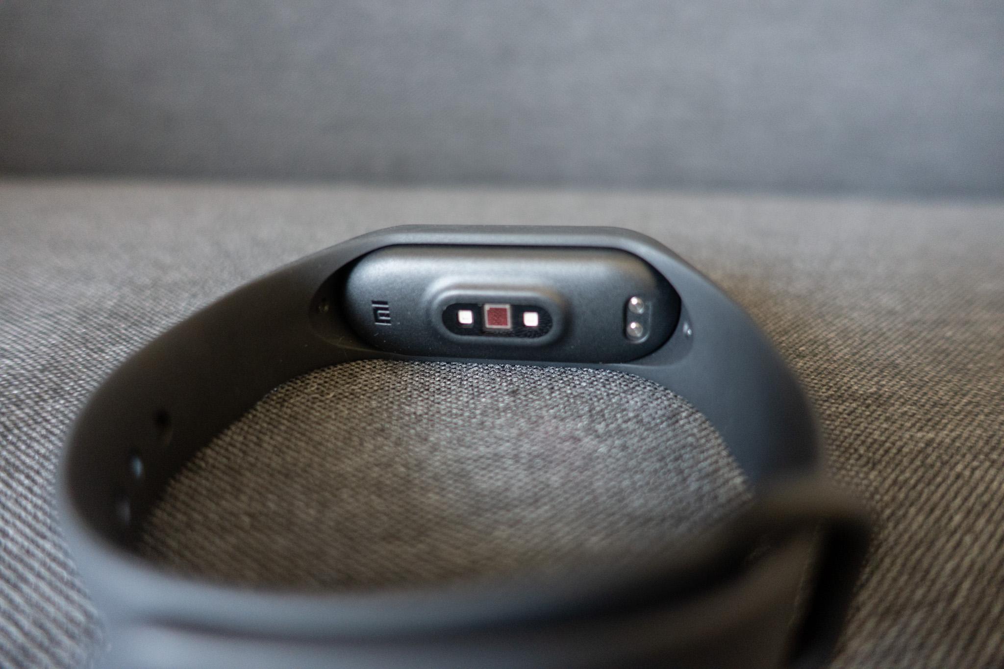 Xiaomi Mi Smart Band 4 センサー