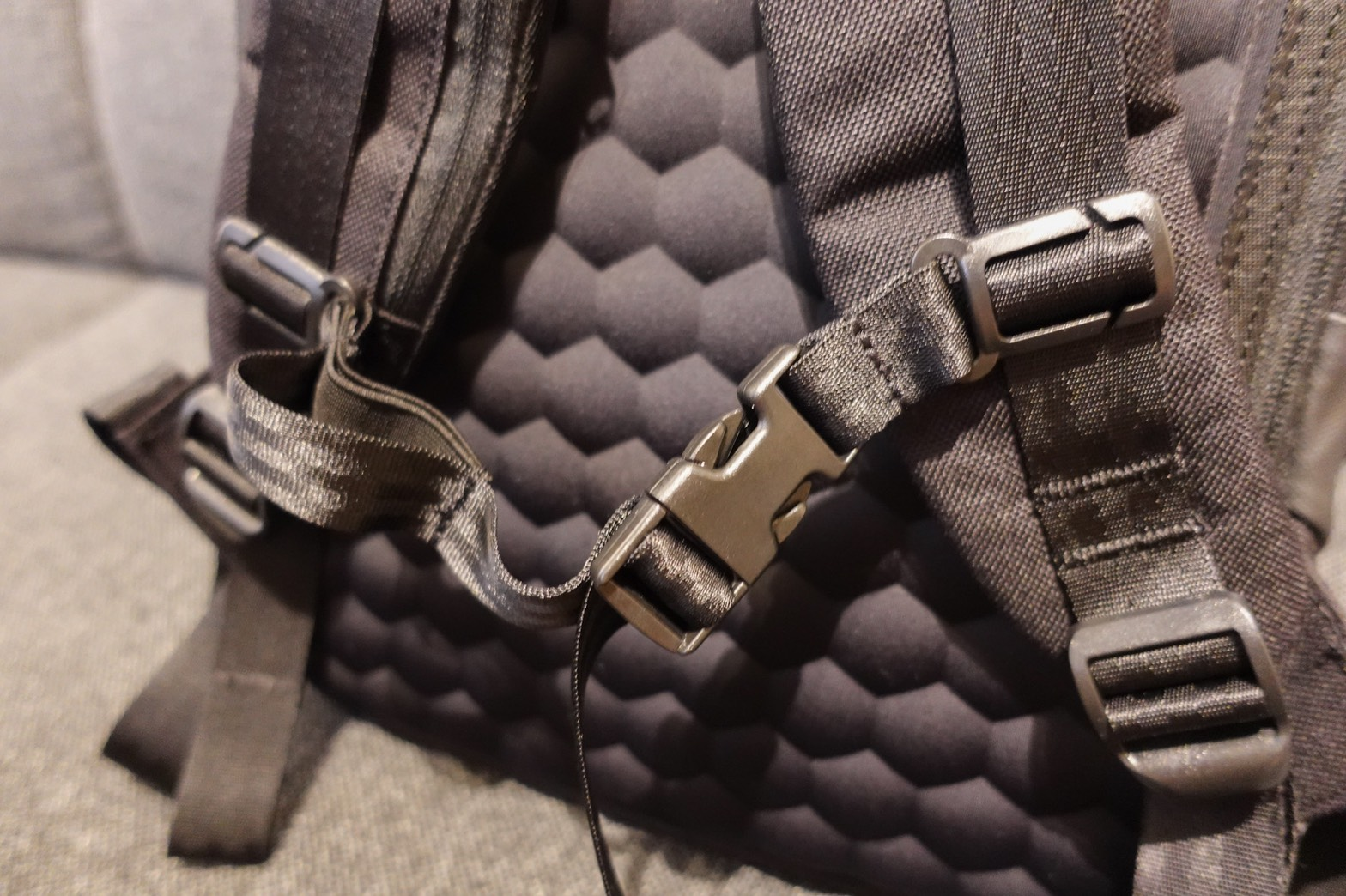 STEM BACKPACK CORDURA COATED BLACKチェストストラップ