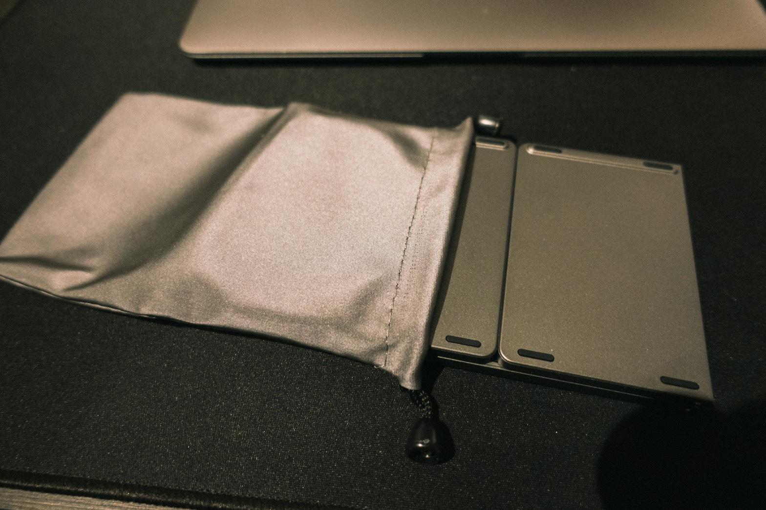 Ewin® 折りたたみ式 Bluetoothキーボードと収納袋