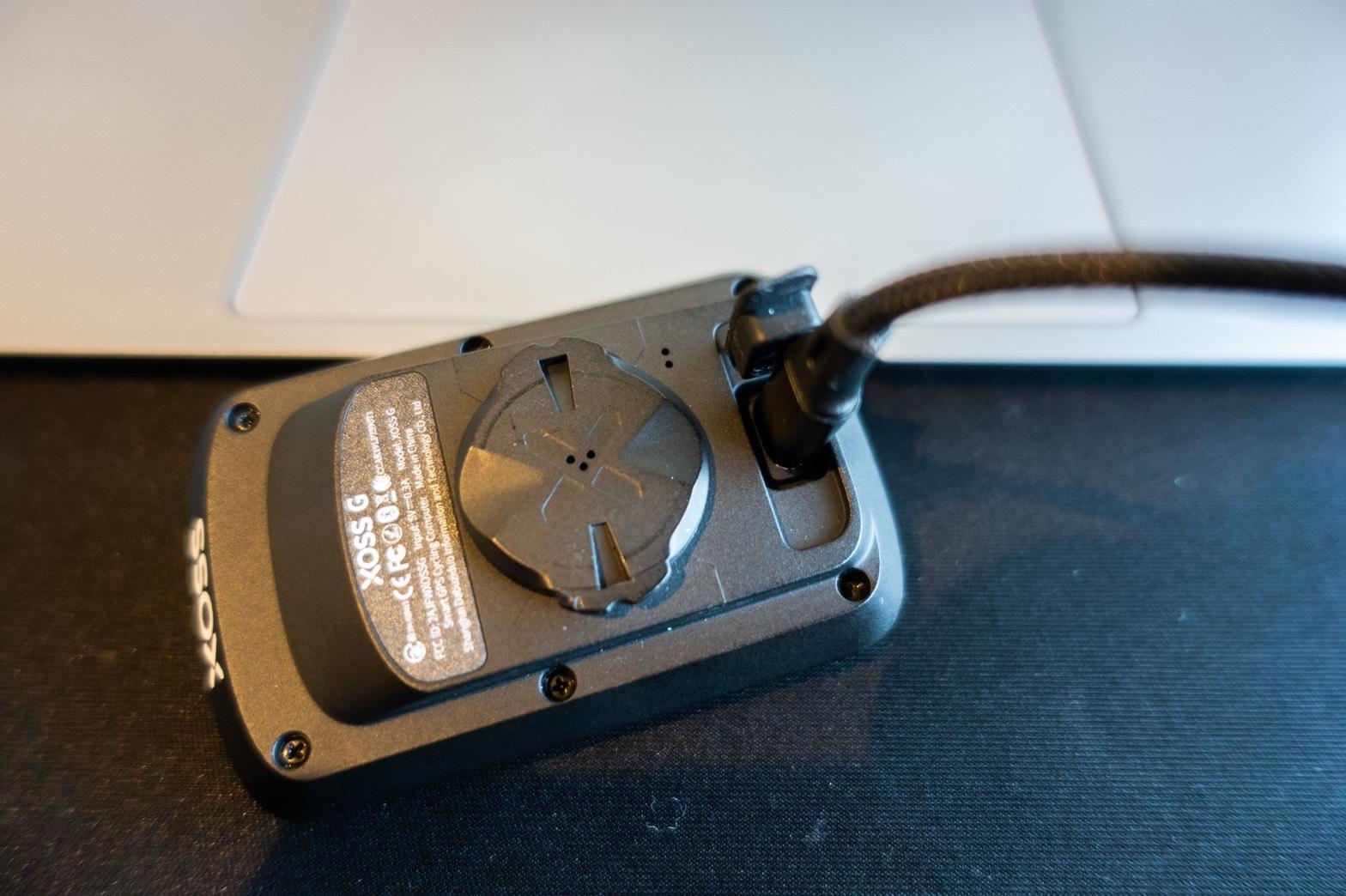 XOSS G サイクルコンピュータ充電方法